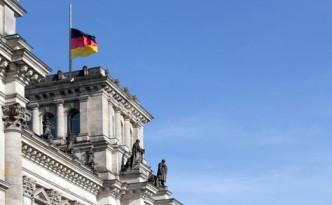 Reichstag auf Halbmast